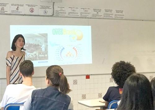 Juliana Lopes, parceira do IOB, esteve na Feira de profissões em São Paulo