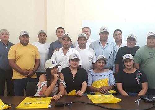 Clientes paraguaios visitam a Hy-Line do Brasil