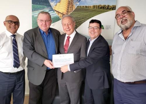 Asgav entrega a diretores da ABPA report de participação no SIAVS 2019