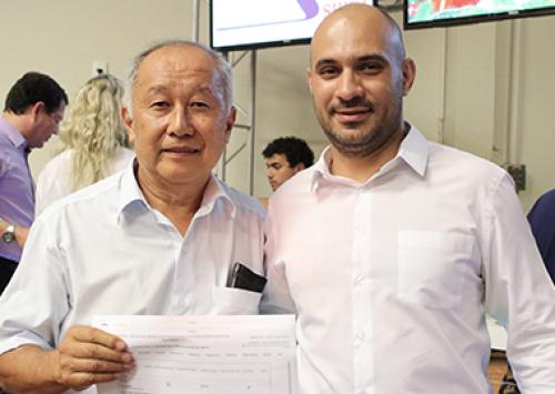 Defesa Sanitária entrega 32 registros de granjas de Bastos