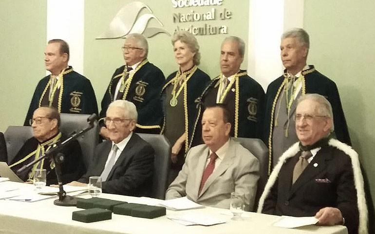 Ariel Mendes, da ABPA, toma posse na Academia Brasileira de Medicina Veterinária